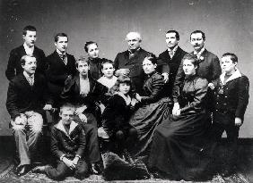 Portrait of a large family from Lyon, late 19th century (b/w photo)