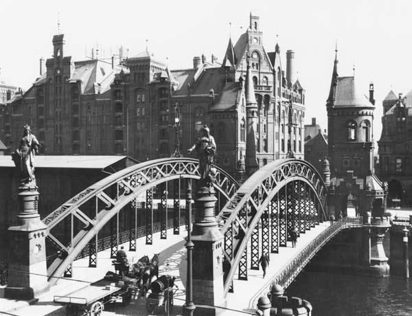 Bridge in the Speicherstadt (warehouse city) Hamburg, c.1910 (b/w photo)