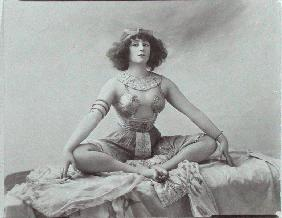 Colette (1873-1954) acting in ''Reve d''Egyptienne'', 1907 (b/w photo)
