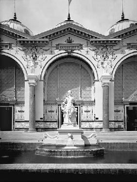Portico and fountain at the Universal Exhibition, Paris