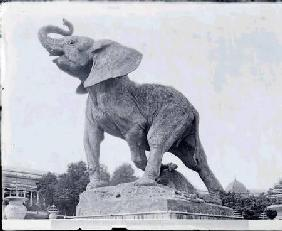Young Elephant Caught in a Trap (1878) by Emmanuel Fremiet (1824-1910) in front of the Trocadero Pal