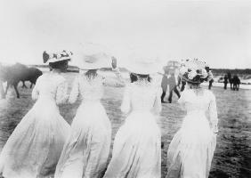 Ladies'' Fashion / 1908 / Horse Races