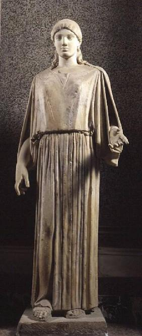 Female figure wearing a peplos