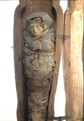 Sarcophagus and mummified body of Psametik I (664-610 BC) Late Period