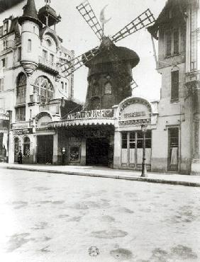 The Moulin Rouge in Paris, 1921 (b/w photo)