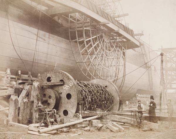 Isambard Kingdom Brunel (1806-59) beside the 'Great Eastern', c.1857 (photo)