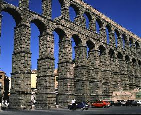 View of the Roman aqueduct (photo)